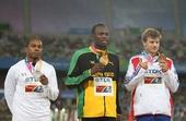 图文:男子200米颁奖典礼 冠亚季军合影
