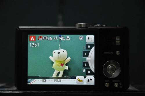 此次松下ZS10还加入了触控设计,我们可以在屏幕上直接进行变焦,这点还是非常方便的。