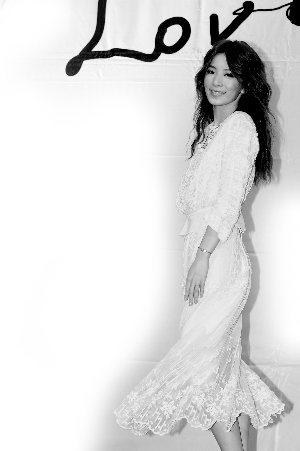 Hebe日前出席新专辑《My Love》发片记者会。
