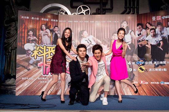 (左起)鬼鬼、凤小岳、吴克群、李佳颖