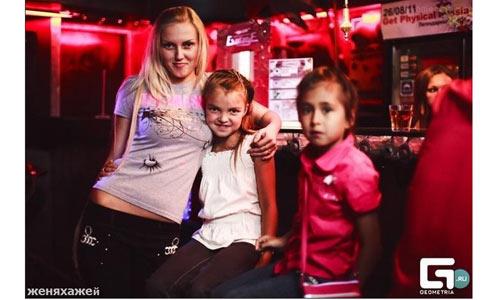 实拍俄罗斯儿童夜店 尺度大不逊成人(组图)