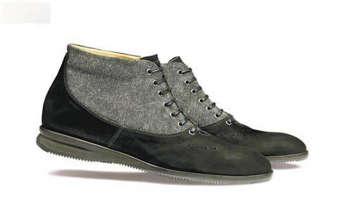 以简单的结构配上乘的皮革物料,巧手地制作出舒适又合身的鞋款.