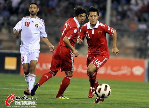 国足1-1战平约旦_图文:[世预赛]约旦2-1国足 黄博文策划进攻