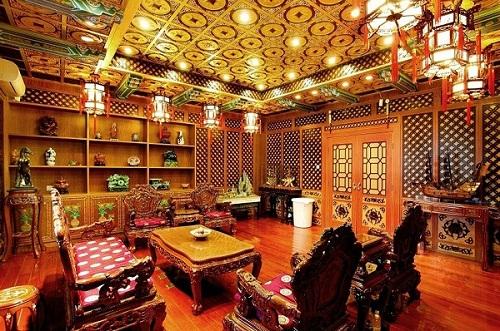 哈药六厂被曝办公楼赛皇宫 回应称不是奢华是艺术