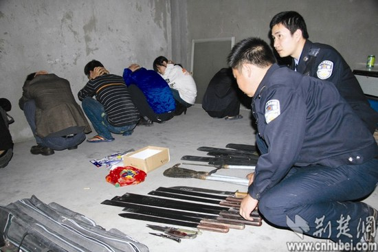 高中女混混打架的头像_荆门警方端掉两个黑恶团伙 当街砍人数十刀(图)