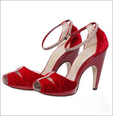 菲拉格慕公司为《澳大利亚》设计的鞋履之一
