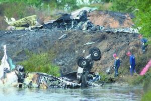 7日,客机坠毁后解体。当天,俄罗斯一架雅克-42中型客机在雅罗斯拉夫尔坠毁,43人遇难。