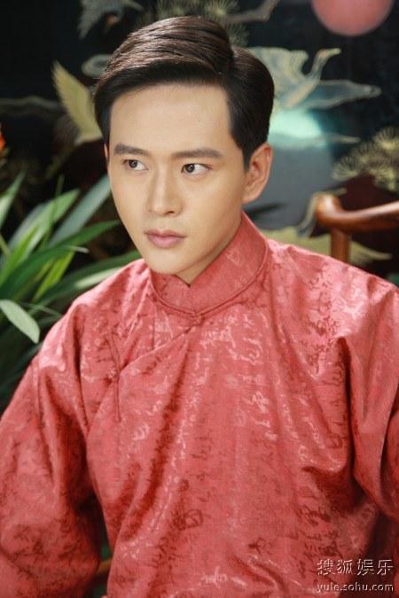 青年演员黄明,蒋梦婕,王子文主演的年代大戏《刺青海娘》正在海南热拍