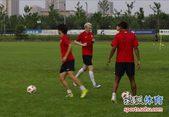 图文:[中超]陕西备战申花 折返跑练习