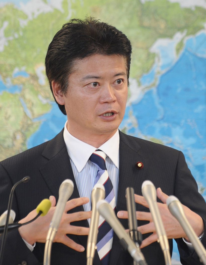 高清:日本新任外相玄叶光一郎出席记者会(组图)