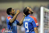 图文:[中超]上海2-1陕西 萨梅隆怒吼庆祝