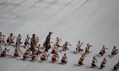 少数民族传统运动会开幕 孩子们在表演