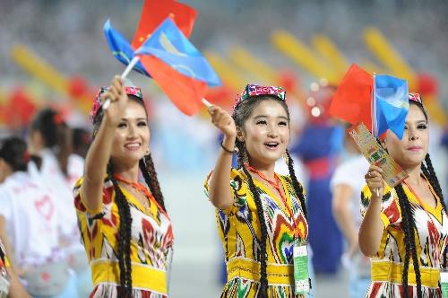 少数民族传统运动会开幕 新疆代表团入场