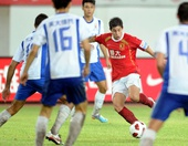 图文:[中超]广州2-0山东 孔卡突破