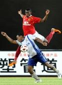 图文:[中超]广州2-0山东 保隆PK奥比纳