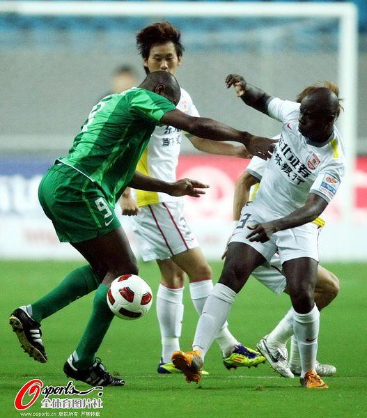 图文:[中超]杭州2-0长春 拉米雷斯勇不可挡