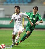 图文:[中超]杭州2-0长春 谢志宇紧追吕建军