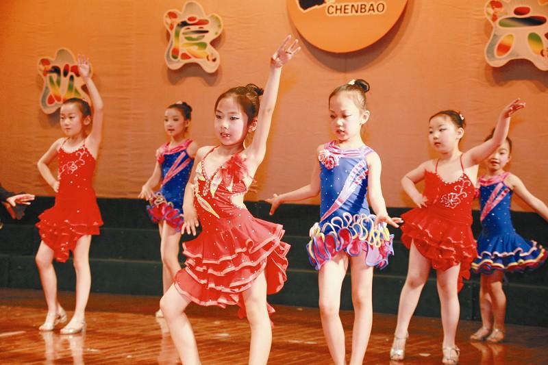 此次少儿拉丁舞蹈零基础班是为6岁至10岁
