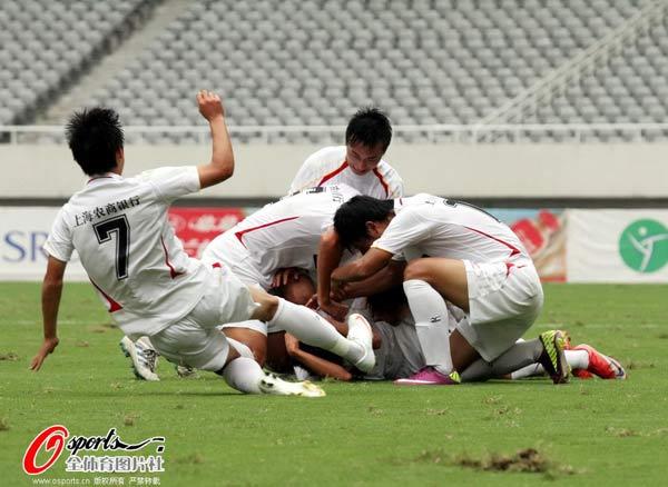 图文:[中甲]东亚4-0延边 东亚队员狂喜