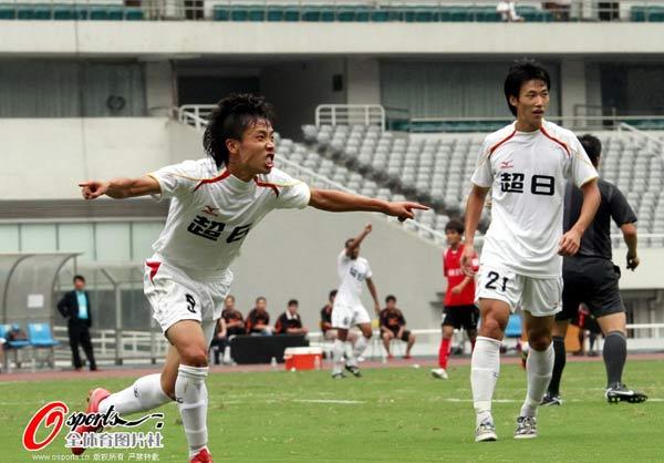 图文:[中甲]东亚4-0延边 王云龙怒吼庆祝