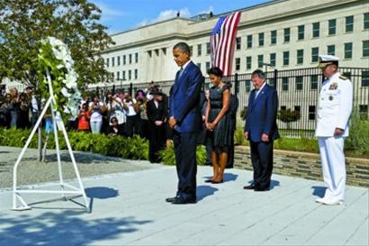 奥巴马夫妇在五角大楼悼念遇难者