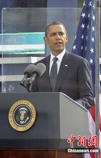 当地时间9月11日上午,9.11十周年纪念活动在美国纽约世贸中心遗址举行。美国总统奥巴马出席纪念活动并发表讲话。中新社发 毛建军 摄