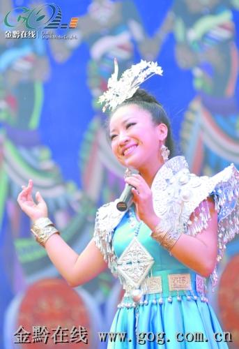 凭借一首《家乡的味道》被大家熟知的贵州省青年歌唱演员雷艳在