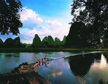 桂林山水.资料图片-金秋最宜老年游
