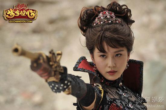 图2:危急关头,刘诗诗饰演的索菲亚女王惊艳登场
