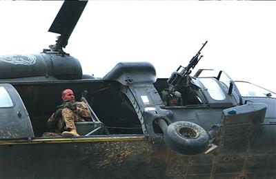 9月14日,北约部队直升机发动攻击。