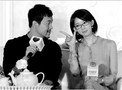 廖凡(左)、林志玲出席电影《幸福额度》北京发布会。本报记者张伟摄