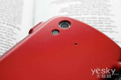 图为:索尼爱立信 MK16i 手机 摄像头