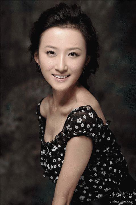 戴娇倩,岳跃利,刘佳佳,刘交心等主演的电视剧《名门媳妇》正在广州图片