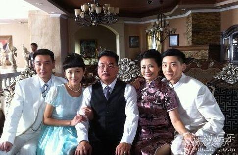 《名门媳妇》刘佳佳饰演董天梅(左2)