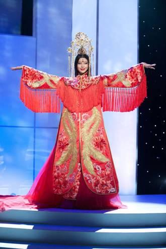 罗紫琳演绎中国传统服装