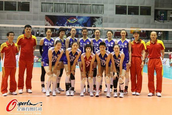 图文:女排出战亚锦赛 中国队全家福