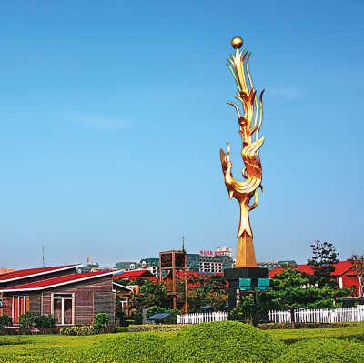 """青岛开发区凤凰岛诗歌""""金凤凰""""高中英语雕塑手抄报图片"""