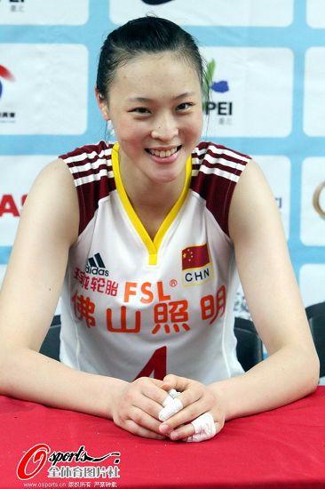 图文:[女排]中国3-0哈萨克斯坦 惠若琪心情不错