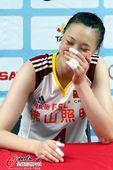 图文:[女排]中国3-0哈萨克斯坦 惠若琪腼腆一笑