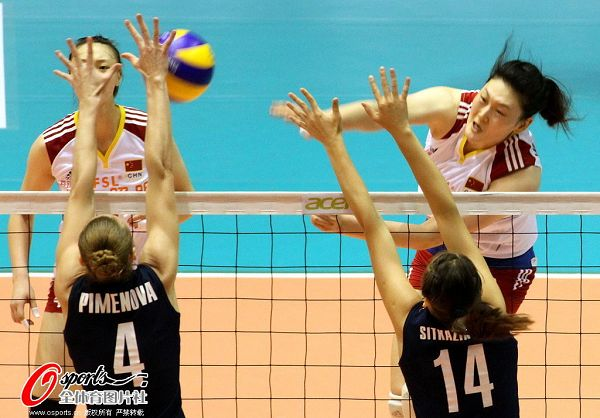 图文:[女排]中国3-0哈萨克斯坦 王一梅进攻被拦