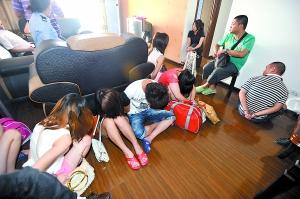6屄_9女6男,他们都来自福建安溪,平均年龄不超过25岁,分别租住在渝北