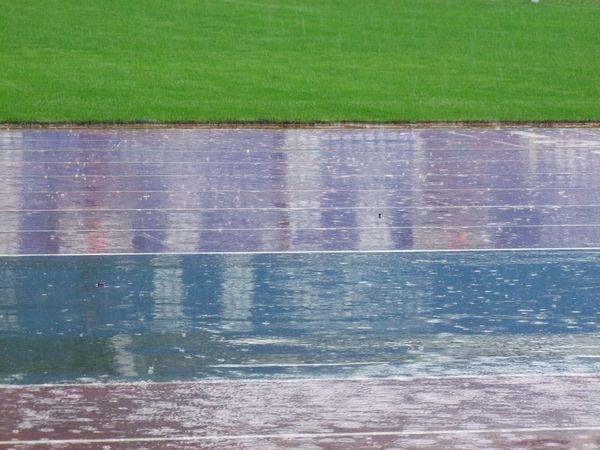 场地积满雨水