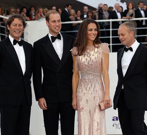 英国伦敦当地时间6月9日,威廉王子和自己的新婚妻子凯特王妃盛装出席ARK组织(完全为了孩子)十周年庆典慈善晚宴。