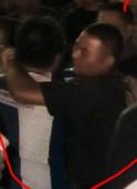 幻灯:深圳主场安保殴打球迷 两人受伤被送住院