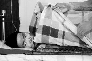 病床上的王碧雯