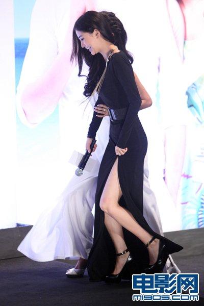 细高跟鞋性感美女_Angelababy秀美腿唱劈高音出糗 曝彭于晏爱美女(组图)-搜狐滚动