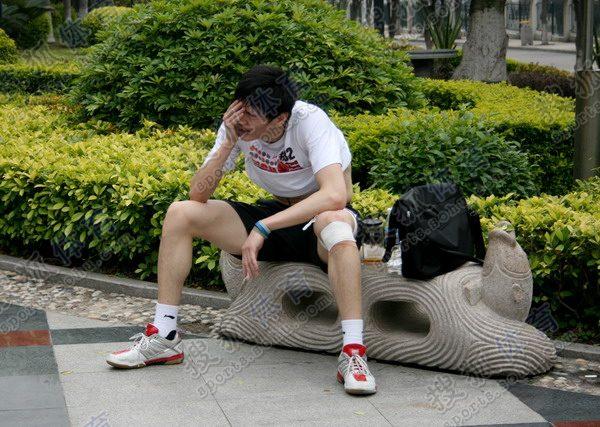 图文:鲍春来生涯回顾 鲍春来膝伤严重