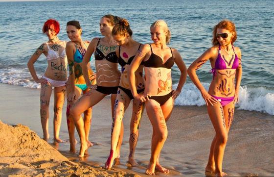 人体美女在海边玩_俄罗斯沙滩美女人体彩绘大赛_新闻图站_中国广播网