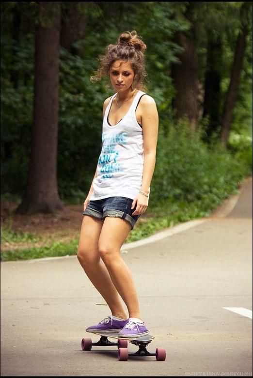 超图库!俄罗斯规矩玩滑板_女生高清的对养眼美女图片