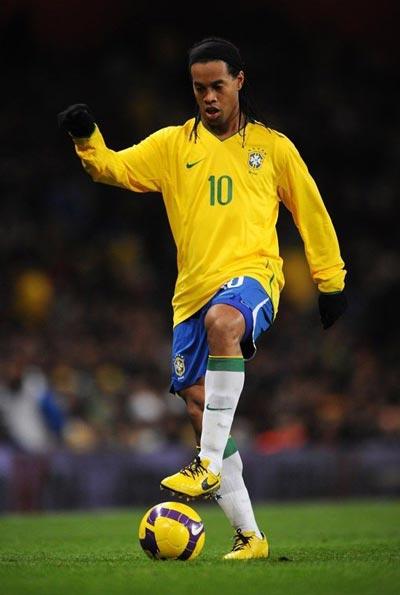 巴西队两份名单:小罗内马尔领衔 帕托罗比伤缺